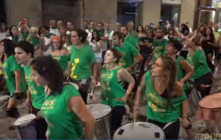 Samba a la calle - Batucada Samba da Praça vs Sambalá (Huesca)